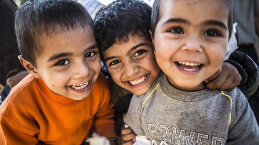 El 59% de los desplazados son menores, de ellos, 9 de cada 10 viajan solos. En la imagen, niños en el campo de refugiados de Moria (Grecia). / Action Aid