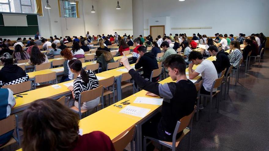 El Consejo Escolar estudia el decreto de becas que mantiene la parte variable