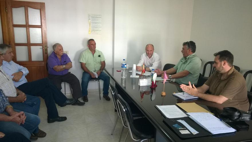 Reunión de representantes de Aspa  con el director general de Ordenación del Territorio del Gobierno de Canarias.