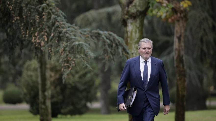 Méndez de Vigo se estrena como portavoz con palabras de elogio a Santamaría