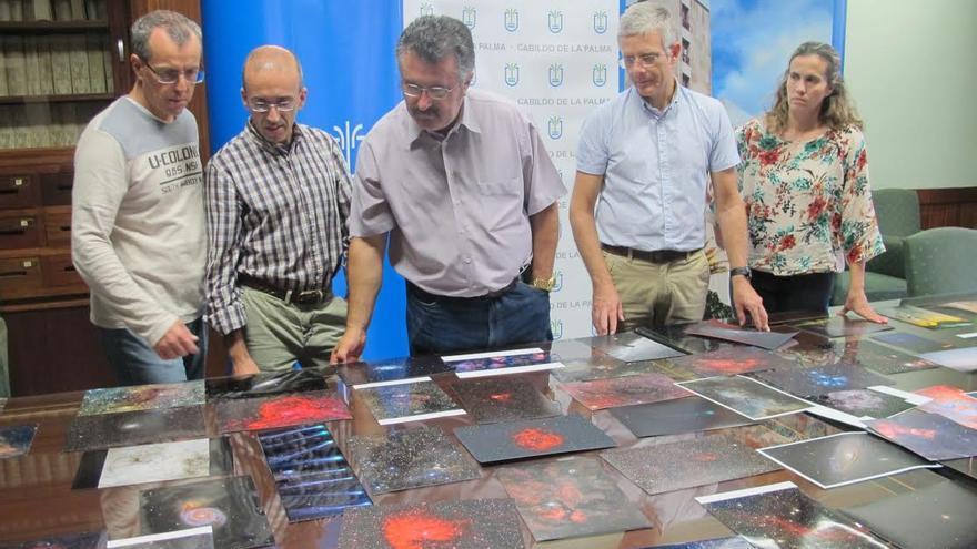 El consejero insular de Cultura, Primitivo Jerónimo (centro), con los demás miembro del jurado de la séptima edición del Concurso Internacional de Astrofotografía La Palma 2015.