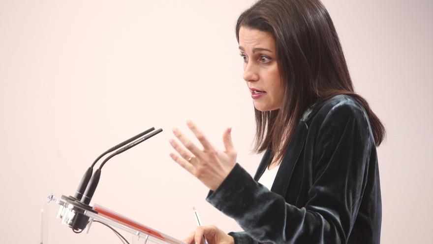 """Arrimadas insiste en que su propuesta al PP no es """"ni coalición ni absorción"""" sino una """"plataforma trasversal"""""""