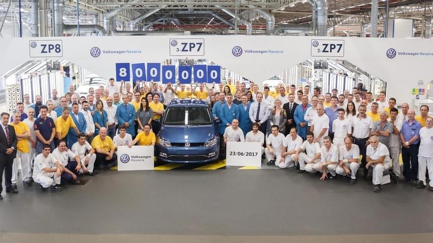 Un Volkswagen Polo Azul Seda con destino Francia, coche número 8 millones de la fábrica de Landaben