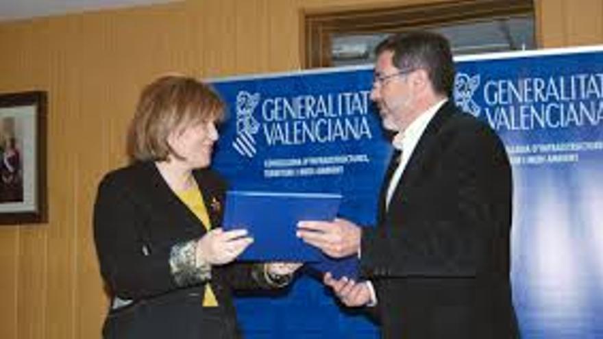 Isabel Bonig, cuando era consellera de Obras Públicas, y Alfredo Castelló, cuando era alcalde de Sagunto.