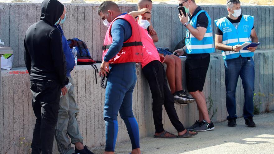 Rescatados en el Estrecho de Gibraltar tres marroquíes en un kayak