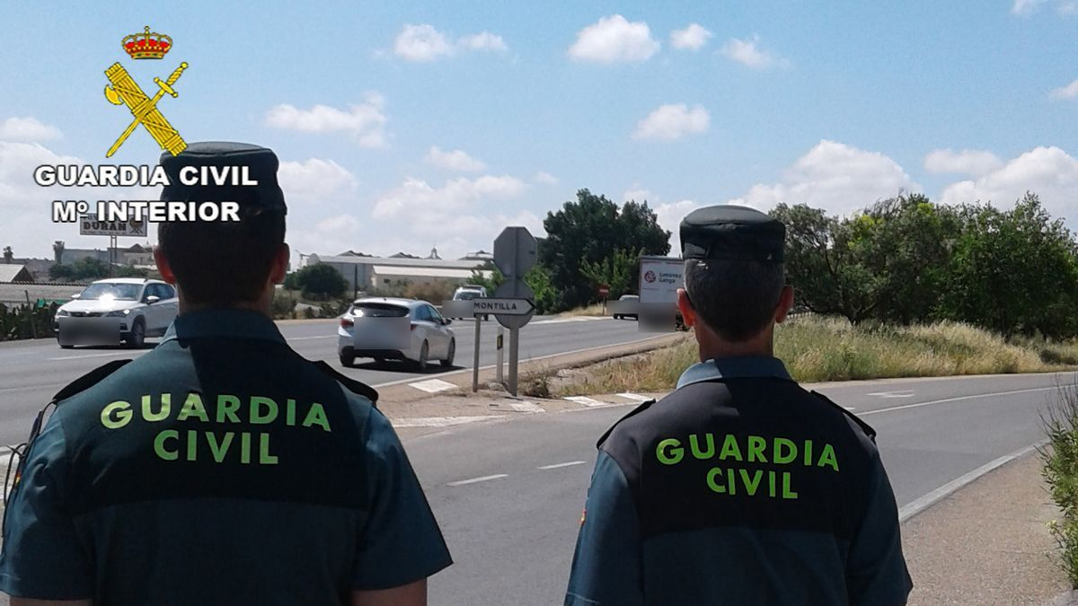 Agentes de la Guardia Civil en Montilla