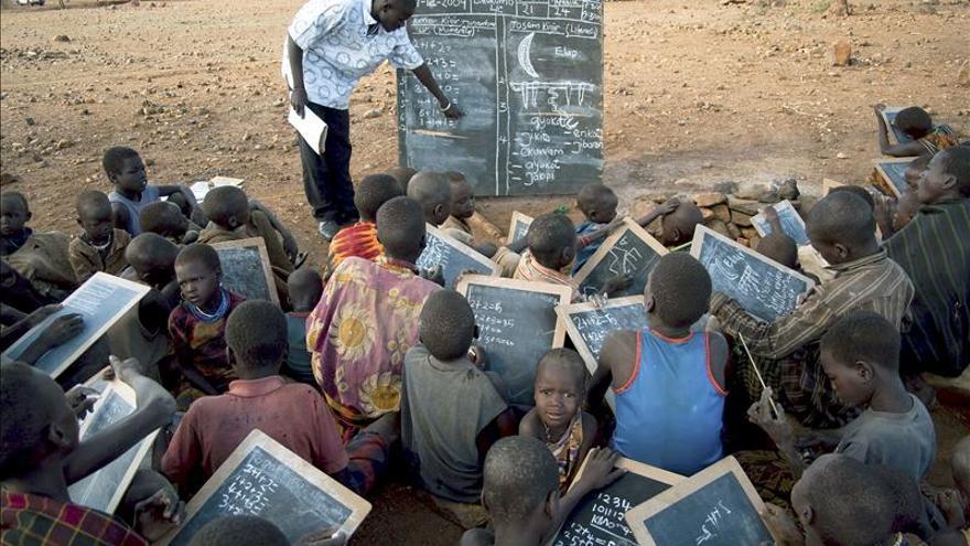 La Unesco pide a 17 países que inviertan dinero de sus recursos en educación