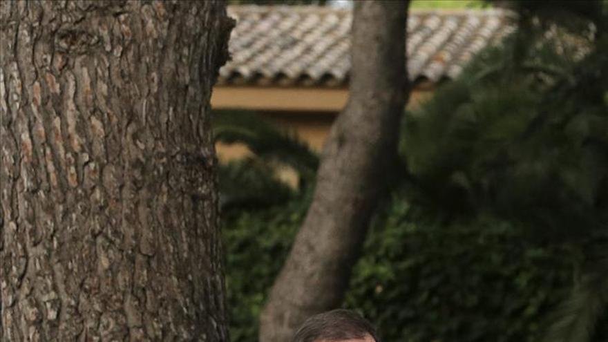 Mariano Rajoy durante la rueda de prensa que ha ofrecido este viernes tras su reunión con el rey Felipe VI en el Palacio de Marivent, en Palma de Mallorca. / Efe.