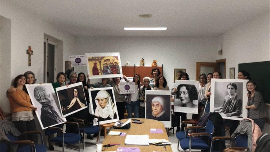 Algunas de las pancartas de la Revuelta de Mujeres en la Iglesia