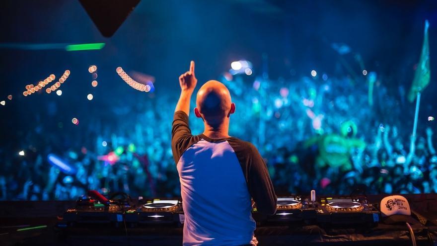 C:\fakepath\Moby-DJing-at-Mysteryland-USA-2014-07-1024x682.jpg