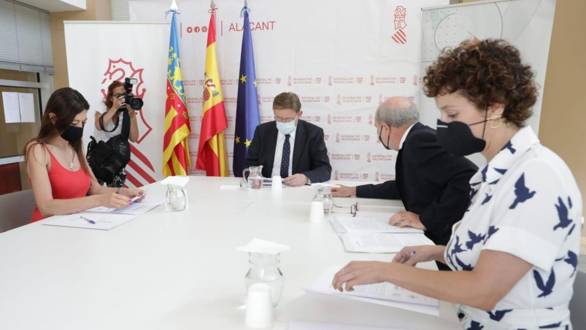Un momento de la reunión mantenida entre el president Ximo Puig, la consellera Carolina Pascual y Andrés García Reche, vicepresidente ejecutivo de la Agencia Valenciana de la Innovación.