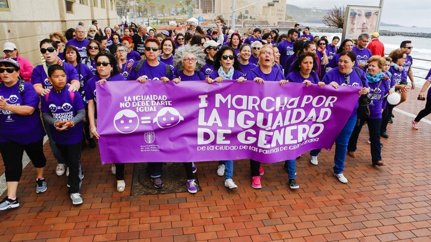 Más de 200 personas asisten a la I Marcha por la Igualdad de Las Palmas de Gran Canaria