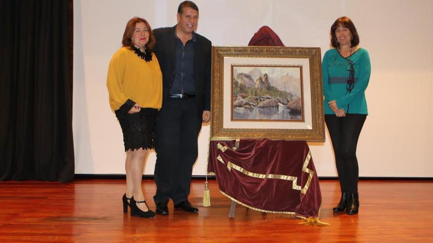 El primer teniente de alcalce y concejal de Cultura,  Andrés Carmona, en la conferencia en conmemoración de los cien años del nacimiento de Antonio González Suárez,  pintor acuarelista de talla internacional nacido en El Paso.