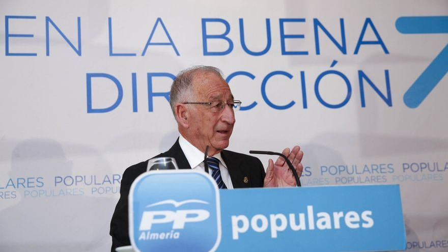 "Amat (PP) insta a Díaz a ""recuperar la pérdida de poder adquisitivo"" de los empleados públicos andaluces"