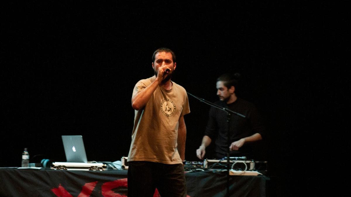 Krevi Solenco durante un concierto
