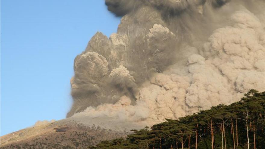 El volcán activo más extenso de Japón registra una nueva erupción
