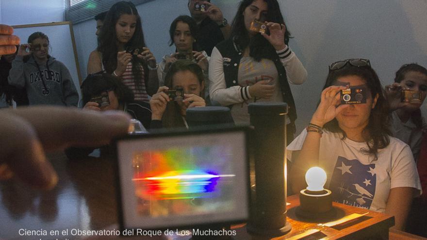 Alumnos de Ciencia de La Palmita en uno de los talleres celebrado en el Observatorio de El Roque. Foto: José F. Arozena.