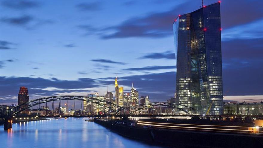 España regresa al mercado tras la rebaja de las previsiones del BCE