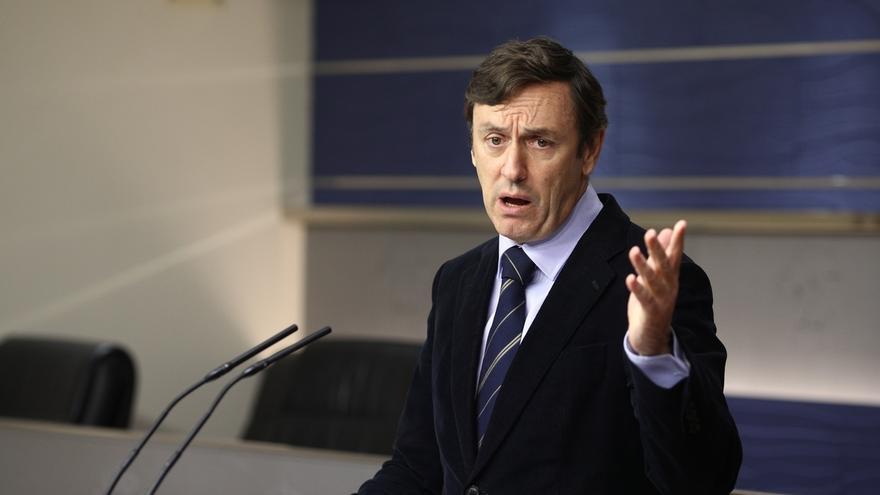 Hernando (PP) pide a Podemos estudiarse la Constitución antes de criticar el discurso del Rey