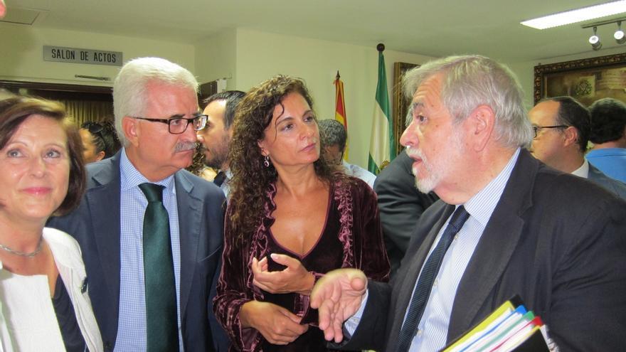 Junta y Gobierno firman el traspaso definitivo del Hospital de San Carlos, que se realizará el 1 de octubre