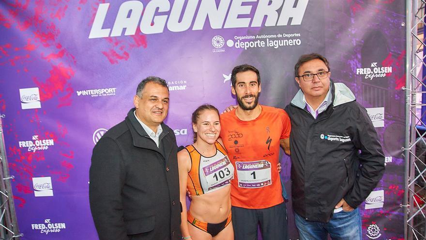 Los dos ganadores absolutos, Raquel Aróstegui y Vicente Hernández, junto al alcalde de la ciudad, José Alberto Díaz (izquierda)