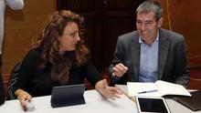 Cristina Valido, exconsejera de Políticas Sociales, y Fernando Clavijo, expresidente del Gobierno de Canarias. EFE