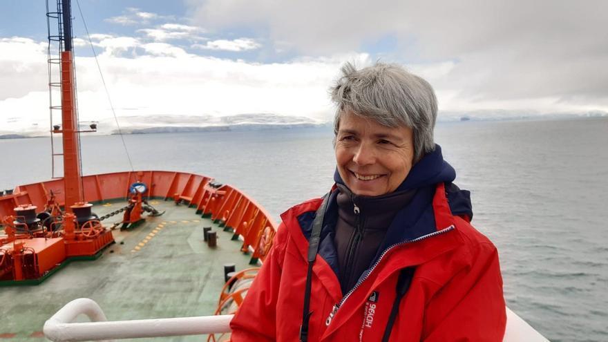 Ana Crespo, investigadora de la UGR y miembro de la expedición granadina en misión científica a bordo del Hespérides