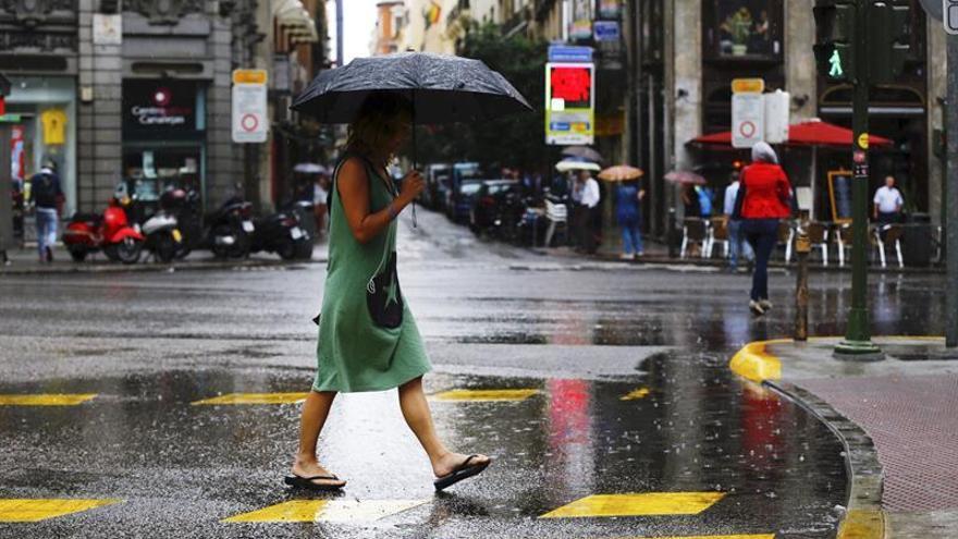 Lluvias y fenómenos costeros en ocho provincias