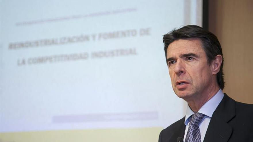 El ministro de Industria, Energía y Turismo, José Manuel Soria, durante la clausura del acto. (Efe/Ángel Medina G.).