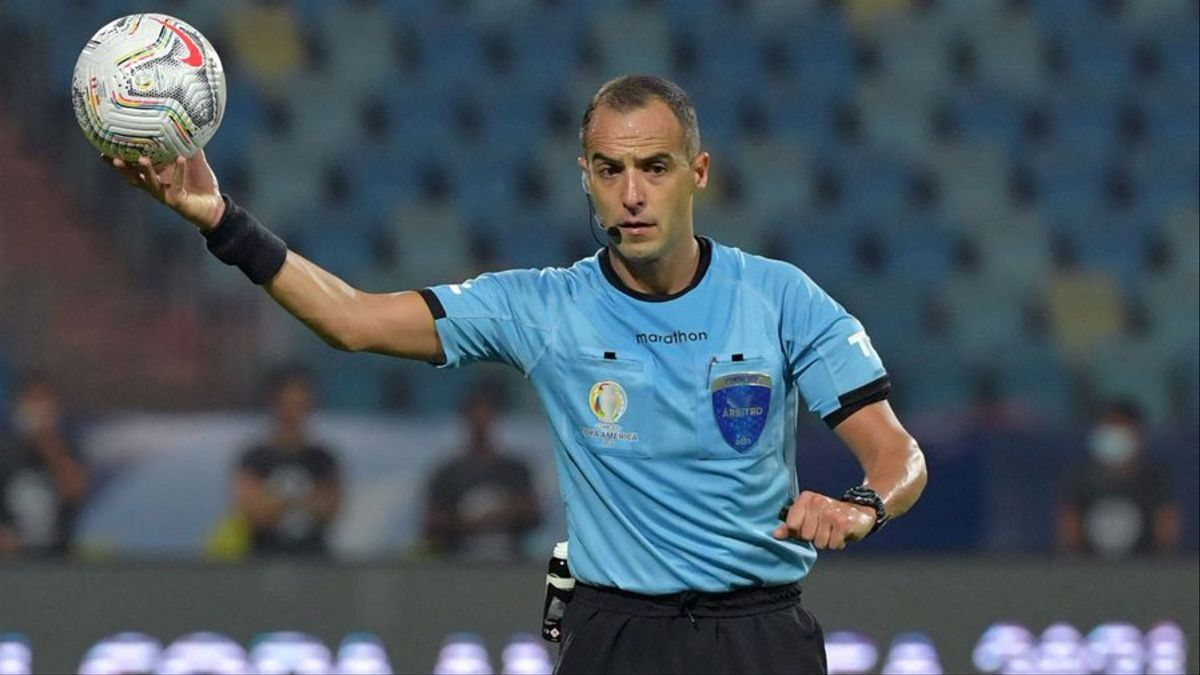 El uruguayo Esteban Ostojich, de 39 años, fue elegido para arbitrar la final de la Copa América que Argentina y Brasil