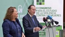 El consejero de Justicia y la directora general de violencia de género, durante la presentación del congreso.