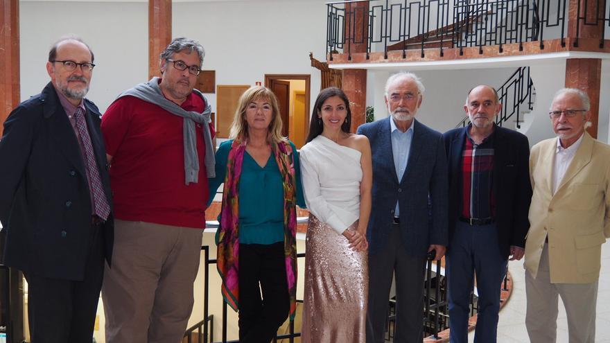 La concejala junto a los miembros del jurado del Premio Tristana.