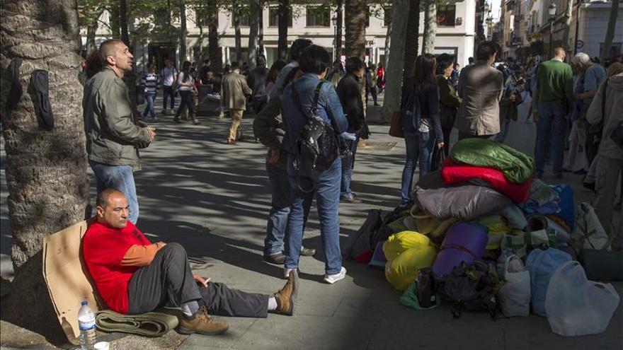 Los desalojados permanecen acampados en la Plaza Nueva.