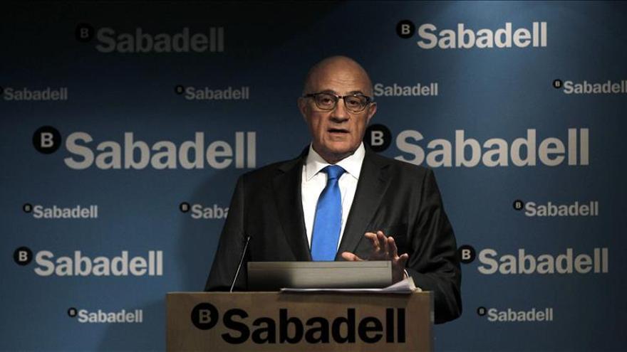 El presidente del Banco Sabadell dice que le gustaría reunirse con Colau