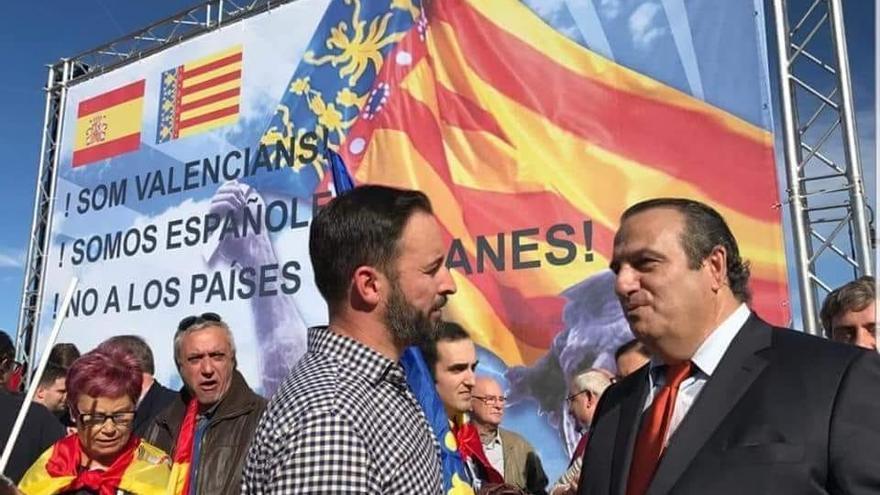 Abascal y Sentandreu en una manifestación anticatalanista en València en noviembre de 2017