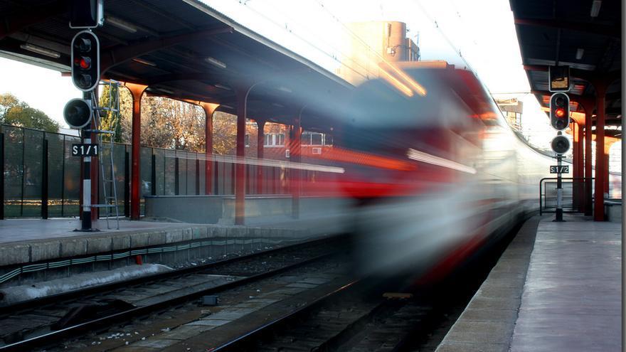 Tren en movimiento, foto por www.flickr.com/photos/48554781@N05