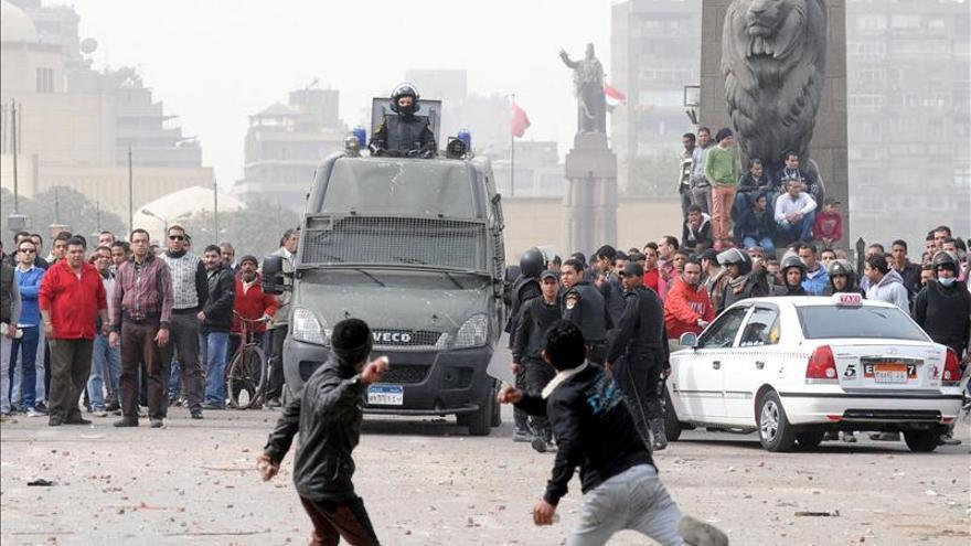 Los opositores egipcios marcharán hacia el Parlamento mientras siguen los incidentes