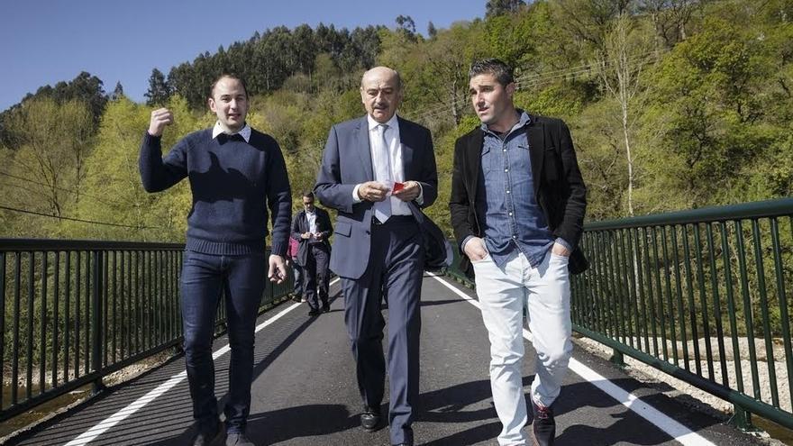 Inaugurada la mejora de la carretera entre Corvera y Santiurde de Toranzo a través del puente sobre el Pas