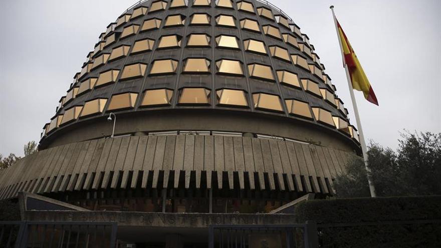 El tribunal constitucional admite un recurso de podemos for Recurso clausula suelo