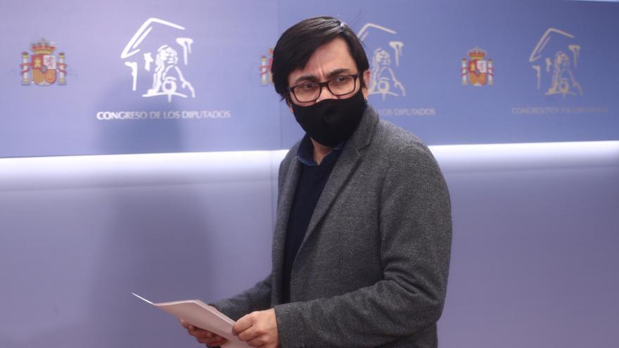 El secretario primero del Congreso y diputado de ECP, Gerardo Pisarello en rueda de prensa