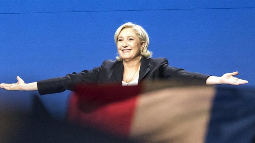 Le Pen plagia fragmentos de un discurso de Fillon y lo justifica