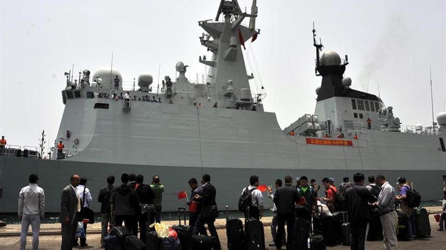 La Armada china rescata un buque secuestrado por piratas en el golfo de Adén