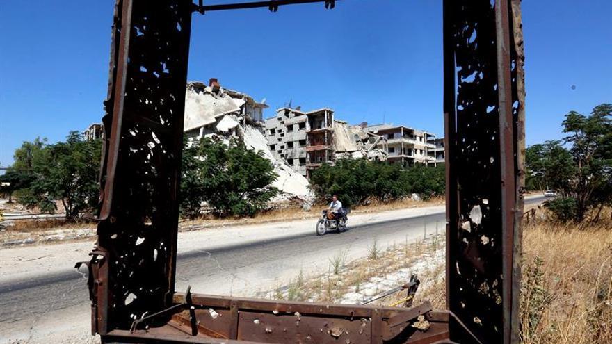 """Alepo vive un día de respiro sin bombardeos como preludio de la """"pausa humanitaria"""""""
