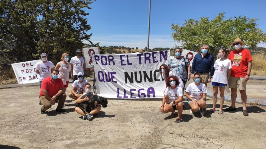 """La Comarca de Almadén denuncia su """"reiterado aislamiento y olvido"""" un año después de recrear el encierro minero de 1984"""