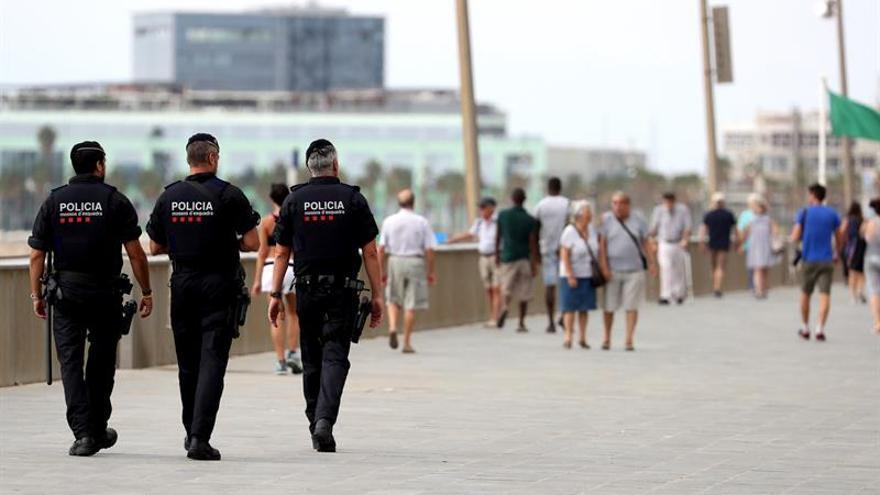 Tres mossos d'Esquadra patrullan a pie