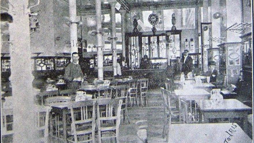 Interior de un antiguo café malagueño   Cultopia.es