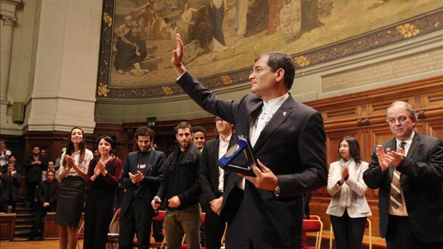 Correa se reúne hoy con Hollande en París y pronuncia un discurso en la Unesco