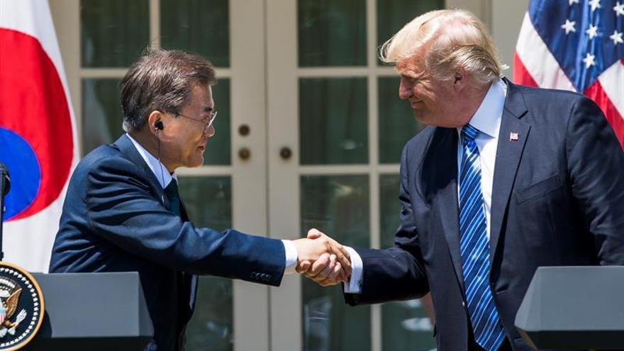 """Moon y Trump acuerdan aplicar """"a fondo"""" sanciones de la ONU a Corea del Norte"""