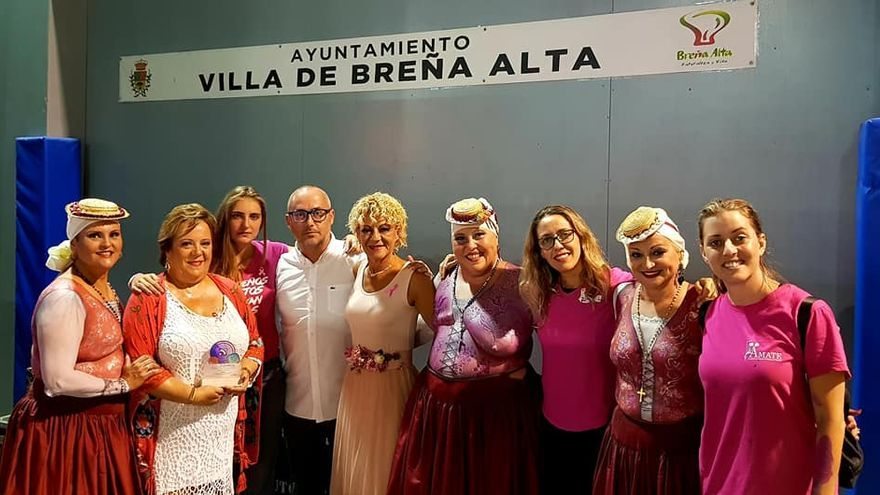 El concejal Raúl Ramos junto a participantes en el Showroom.