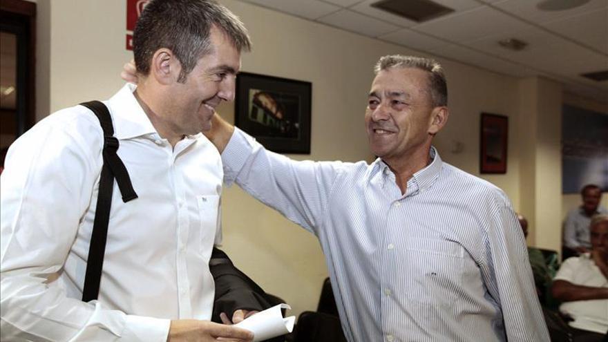 Clavijo elegido candidato de Coalición Canaria tras la retirada de Rivero